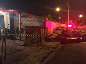 Mulher foi golpeada em casa, na Vila Xavier (Foto: Sérgio Caires/Noticiário Araraquara)