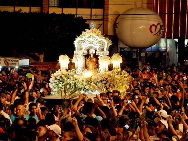 A cada ano o andor de Santa Luzia vem baseado em um tema diferente (Foto: Arquivo pessoal/Flávio Tácito)
