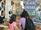 Black Friday no AM tem ao menos 17 autuações em lojas, aponta Procon