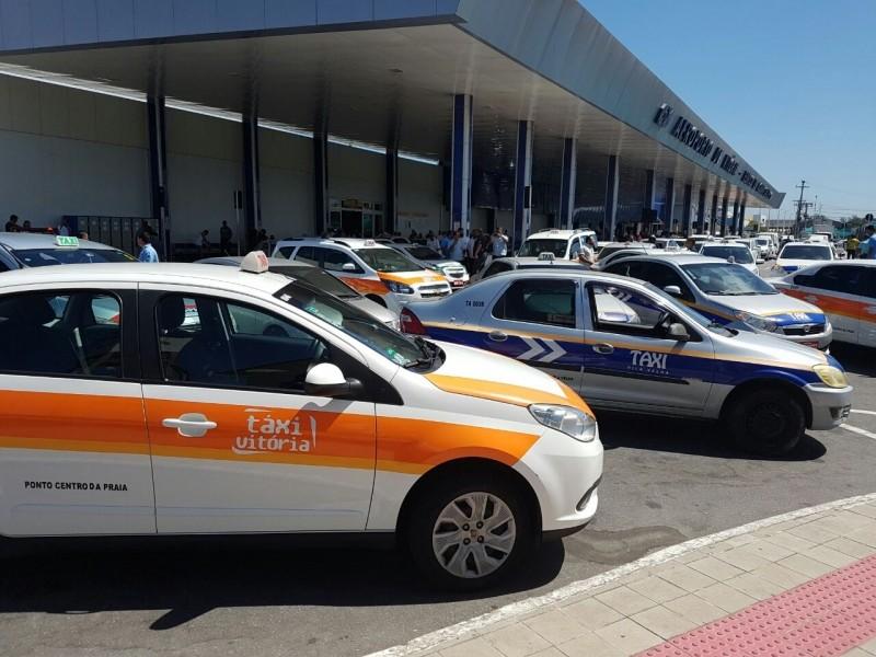 Taxistas fazem protesto no Aeroporto de Vitória (Foto: Rua Rodrigues/Arquivo Pessoal)