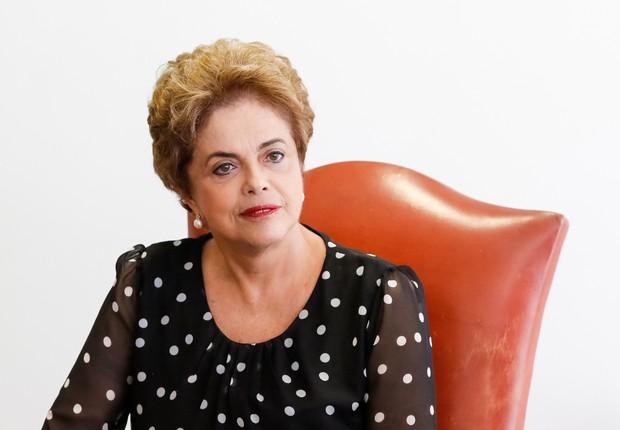 Dilma quer manter agenda de viagens e eventos caso seja afastada