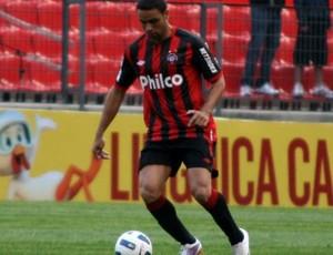 Gustavo Araújo, zagueiro do Atlético-PR (Foto: Divulgação/Site oficial do Atlético-PR)