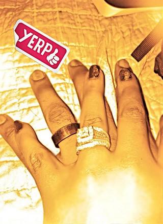 Bobbi Kristina mostra aliança de casamento (Foto: Twitter / Reprodução)
