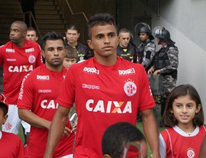 Wanderson, lateral-esquerdo do América-RN (Foto: Augusto Gomes)