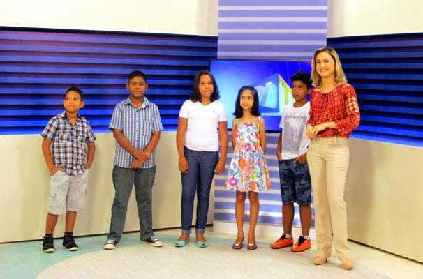 Repórteres participaram do telejornal e comentaram sobre seus vídeos (Foto: Katylenin França/TV Clube)