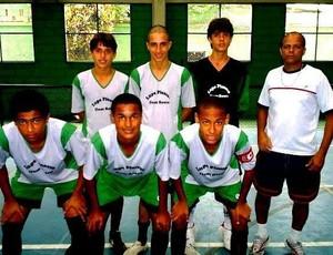 Neymar e Talisson na época da escola, em Santos, onde atuaram em um time de futsal (Foto: Reprodução/Facebook)