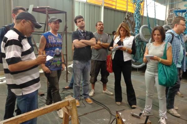Equipe de produção do Carnaval visitou o Porto Seco na segunda-feira (Foto: Jessica Mello/ RBS TV)