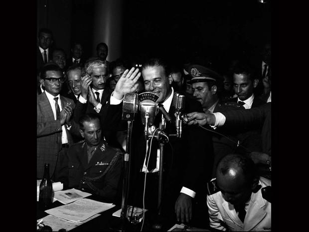 Comício de João Goulart no Automóvel Clube, Reunião dos Sargentos em 30 de março de 1964 (Foto: Arquivo / Agência O Globo)