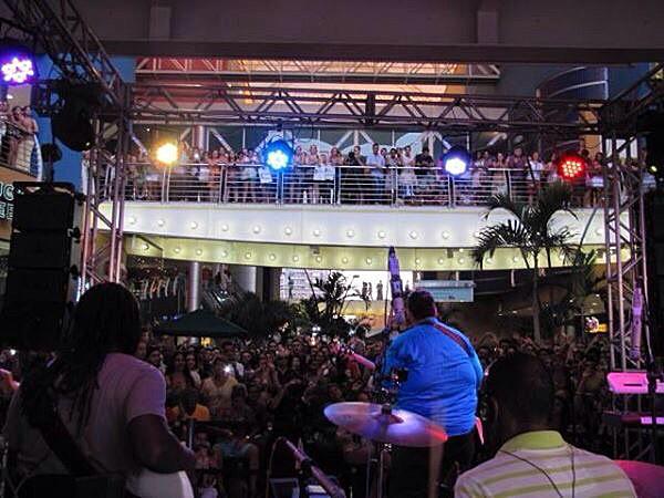 Lui Medeiros canta em shopping do Rio (Foto: Arquivo Pessoal)