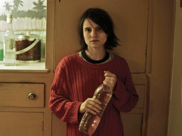Bianca Comparato na série de TV 'A menina sem qualidades' (Foto: Divulgação)