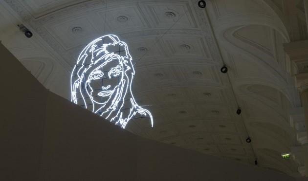 Uma imagem de Dalida em néon na ocasião de uma expisção sobre a vida da cantora em Paris.