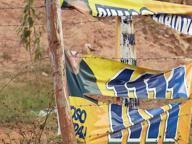 Um mês após eleições, propagandas políticas ainda estão nas ruas do Sul de Minas (Foto: Reprodução EPTV)