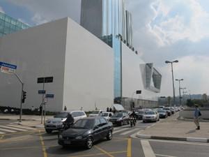 Shopping JK Iguatemi, que espera autorização para abrir (Foto: Márcio Pinho/G1)