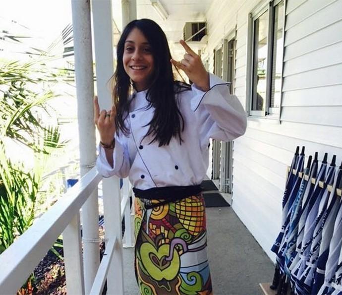 Valentina, filha de André Gonçalves, se diverte nos bastidores vestida como uma chef de verdade! (Foto: Arquivo pessoal)