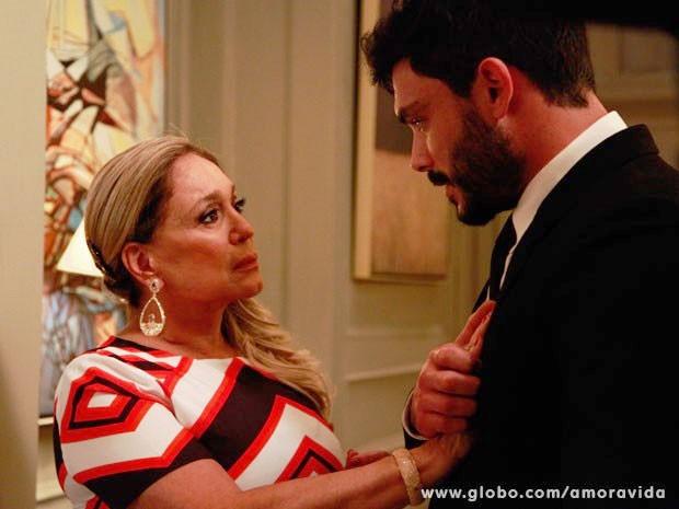 Proximidade faz rolar um clima entre Pilar e Maciel (Foto: Ellen Soares/TV Globo)