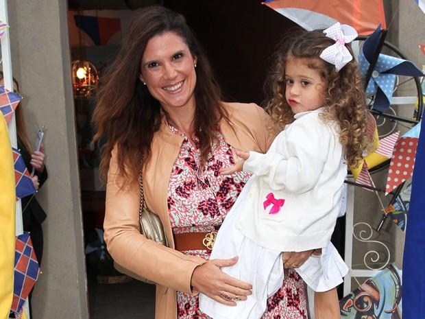 Mariana Kupfer e a filha no aniversário de Arthur, filho de Eliana (Foto: Manuela Scarpa e Marcos Ribas / Foto Rio News)