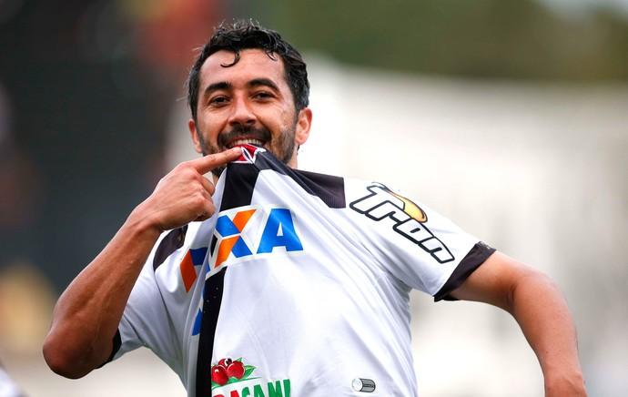 Douglas comemora gol do Vasco contra o América-rn (Foto: Márcio Mercante / Agência estado)