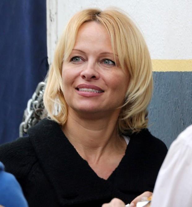Pamela Anderson sem maquiagem (Foto: AKM/GSI)
