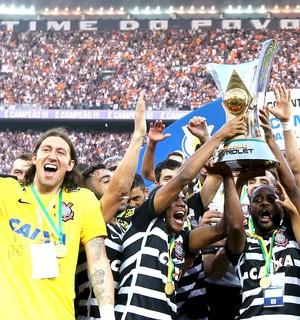 Corinthians campeão Brasileiro 2015 (Foto: Agência Reuters)