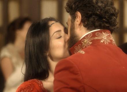 Thomas e Anna oficializam noivado