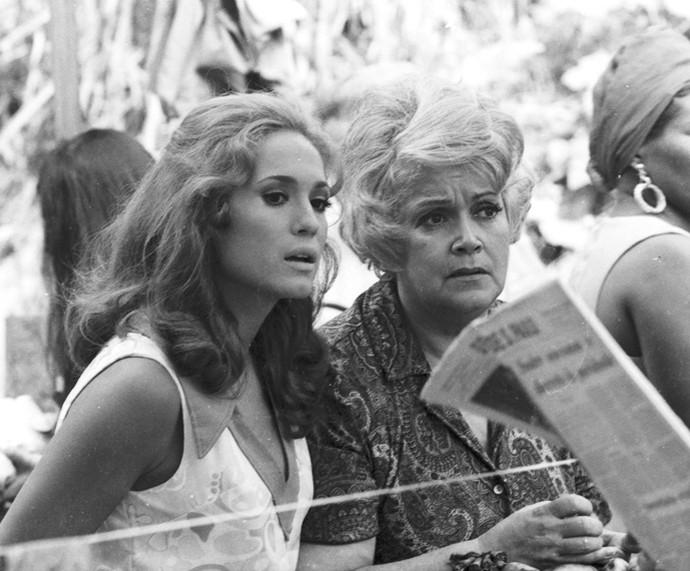 Em 'Pigmalião 70', Susana Vieira era Candinha, noiva de Nando (Sérgio Cardoso), feirante, que sonhava em ser manequim. (Foto: Cedoc / TV Globo)
