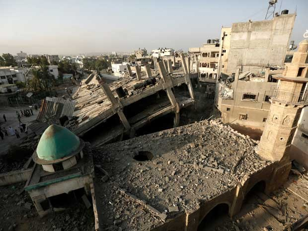 Visão geral dos danos na histórica mesquita al-Omeri, no norte da Faixa de Gaza. (Foto: Mohammed Abed / AFP Photo)