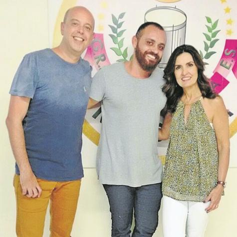 Alex Escobar e Fátima Bernardes com o carnavalesco Leandro Vieira (Foto: Arquivo pessoal)