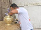 Agentes acham larvas do Aedes aegypti em mutirão no cemitério