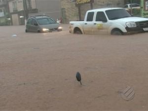 Chuva de cinco horas em Altamira, no oeste do Pará, alaga diversos pontos da cidade (Foto: Reprodução/TV Liberal)