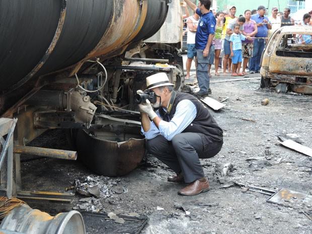 Perito do IC colheu provas no posto de combustível de Água Fria (Foto: Vitor Tavares/G1)