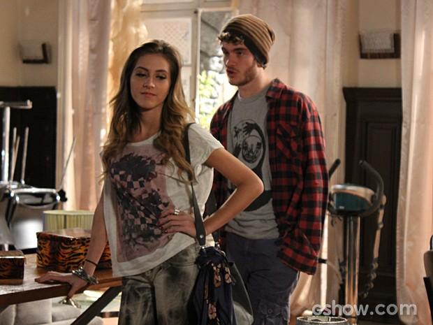 Ele conta a verdade e Sofia fica se achando (Foto: Malhação / TV Globo)