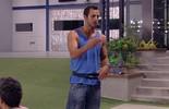 Matheus ensina trava-língua para participantes e eles caem na risada