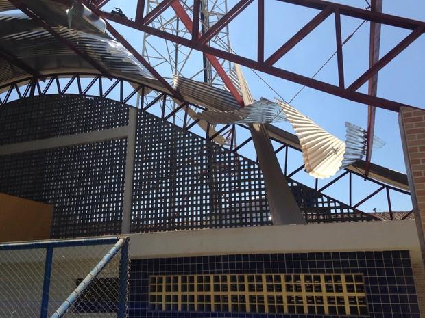 Estrutura de telhado de ginásio em Campestre é arrancado pelo vento (Foto: Arquivo Pessoal/Buarque Júnior)