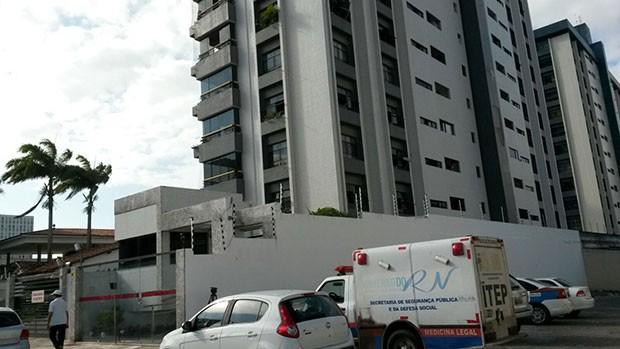 Prédio residencial fica no bairro do Tiro, na Zona Leste de Natal (Foto: Marksuel Figueredo/Inter TV Cabugi)