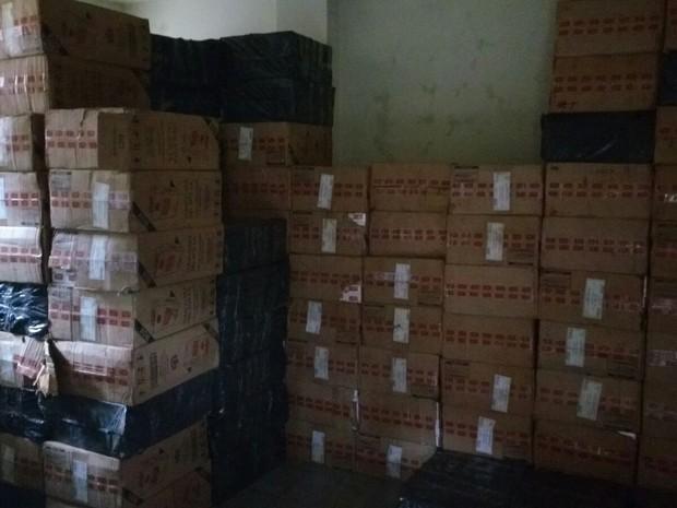Cigarros contrabandeados foram apreendidos pela Polícia Rodoviária (Foto: Divulgação/Polícia Militar Rodoviária)