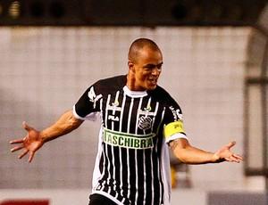 julio cesar SANTOS X FIGUEIRENSE (Foto: Agência Estado)