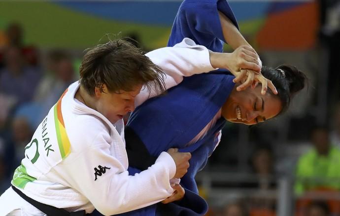 Semifinal entre a brasileira Mariana Silva e a  judoca eslovena Tina Trstenjak  (Foto: Reuters)