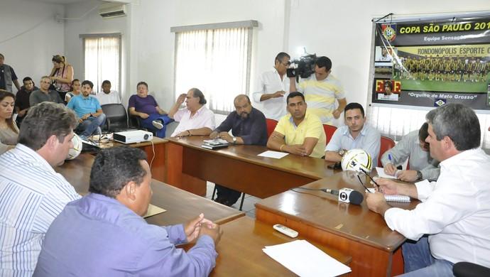 Dirigentes aprovam nova fórmula do Mato-grossense 2015 (Foto: Christian Guimarães)