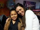 Simony reclama que filha Aysha sofre preconceito por ser gordinha