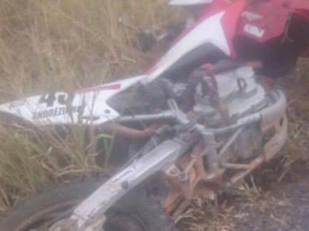 Vice-prefeito dirigia motocicleta que se envolveu em acidente, na tarde de terça-feira (Foto: Luciano Castro/ Central Notícia)