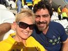 Xuxa e Junno posam na torcida para o Brasil no Itaquerão