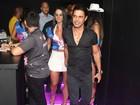 Zezé Di Camargo curte camarote com Graciele Lacerda em noite de desfile