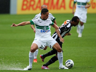 helder x marion Coritiba x Atletico-MG (Foto: Getty Images)