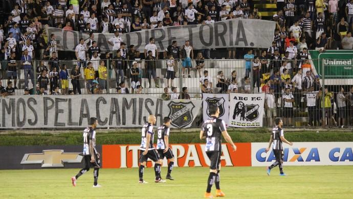 ABC x Bahia faixas protesto (Foto: Diego Simonetti/Blog do Major)
