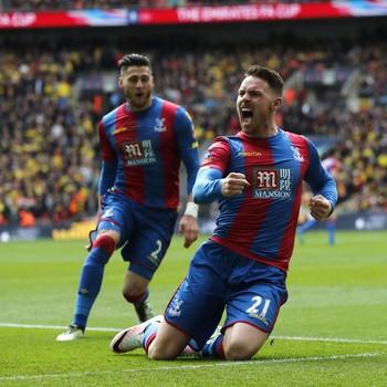 Connor Wickham e Joel Ward Crystal Palace x Watford (Foto: Reuters)