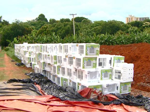 Carga roubado de aparelhos ar-condicionado foi achada em Paulínia (Foto: Reprodução / EPTV)