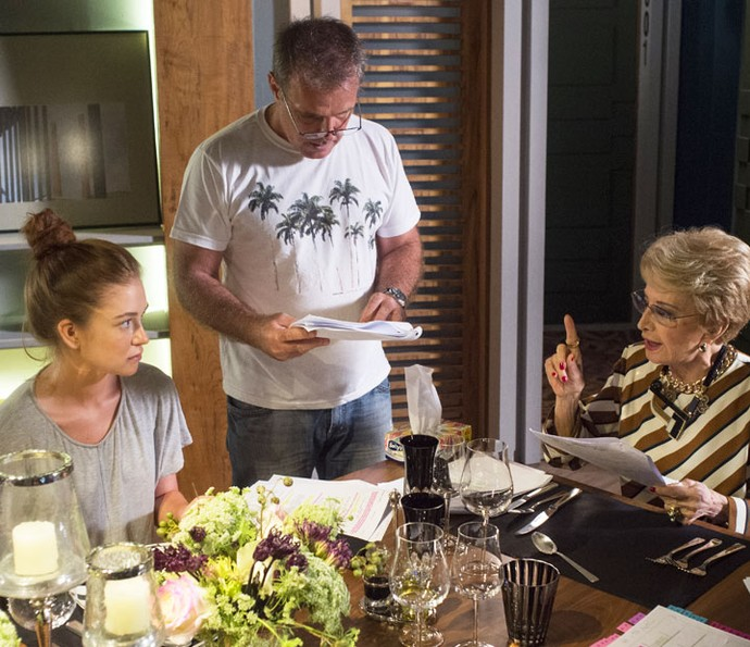 Marina Ruy Barbosa e Glória Menezes ensaiam cena sob direção de Marcus Figueiredo (Foto: Estevam Avellar/Globo)