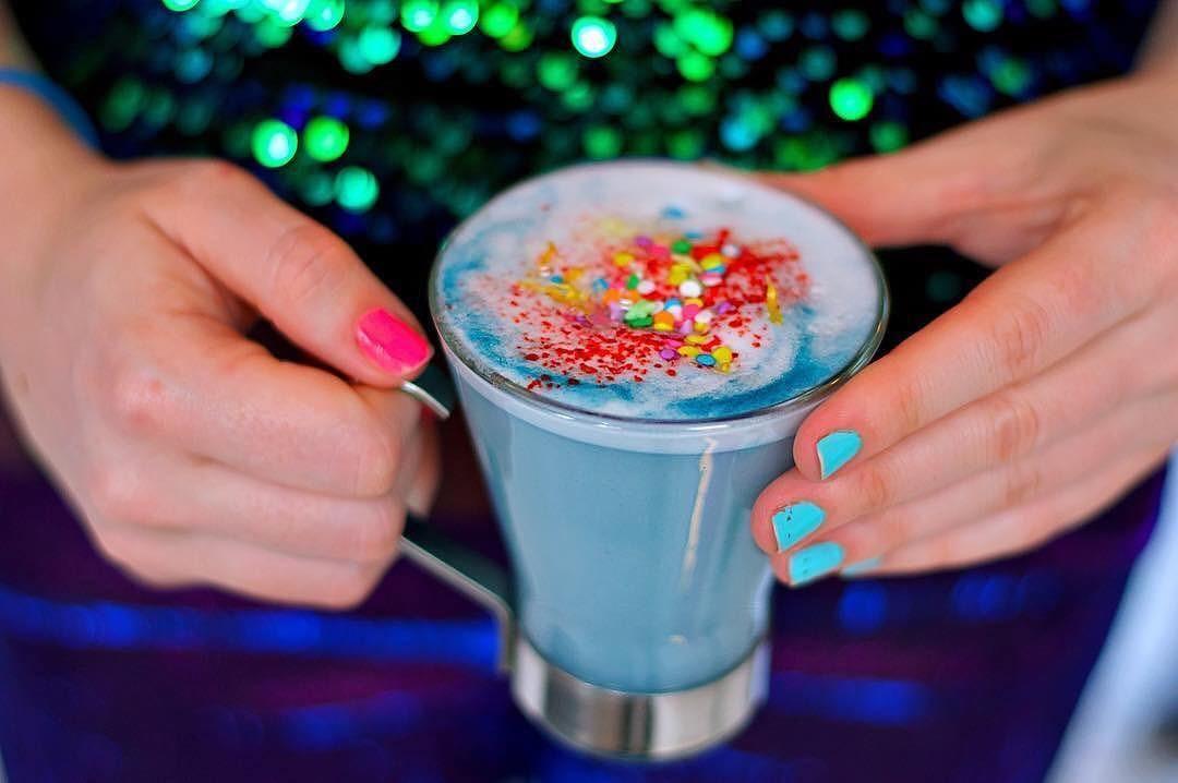 Latte de unicórnio! (Foto: Reprodução/Instagram)