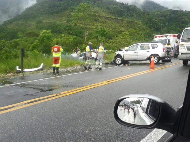 Acidente deixou três mortos na Rio-Santos (Foto: Aconteceu em Bertioga)
