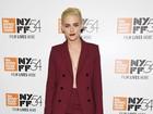 Kristen Stewart dispensa sutiã em première de 'Certas mulheres'